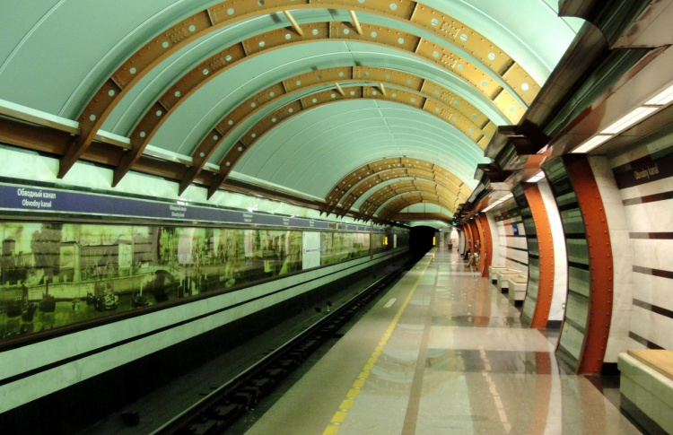 Стекло в архитектуре станций петербургского метрополитена