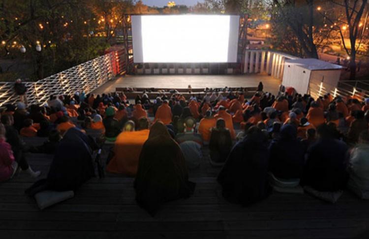 Летние кинотеатры в парках начнут работать 1-2 мая