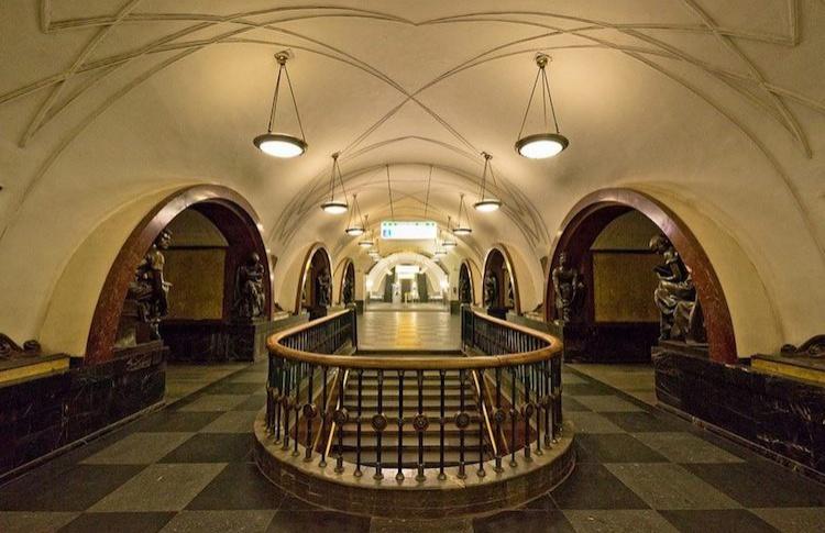 Шесть станций метро 9 мая будут работать только на вход
