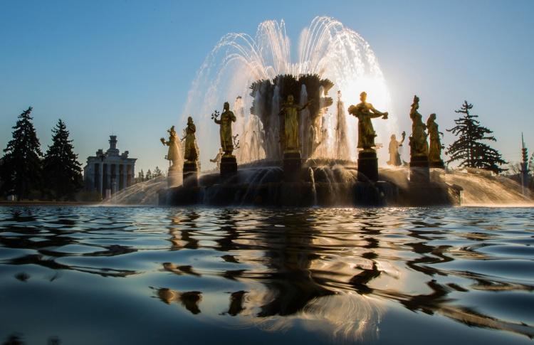 Торжественный запуск фонтанов