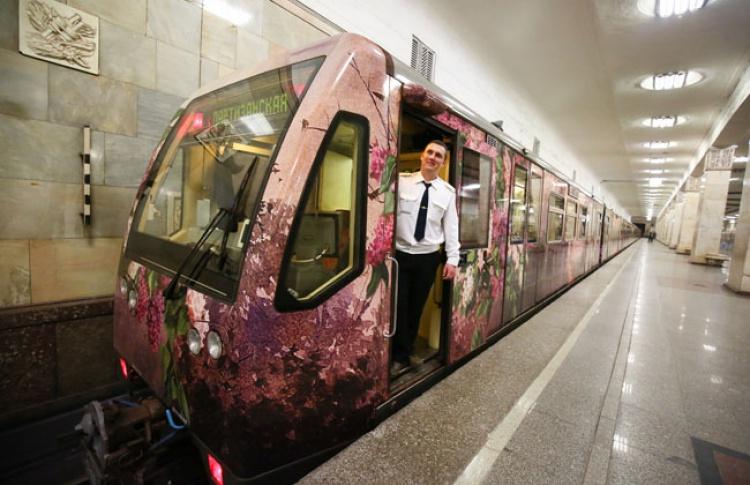 В метро запустили обновленный поезд «Акварель»
