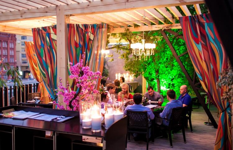 И вновь ресторан Shakti Terrace распахнет свои двери на обновленную летнюю веранду!