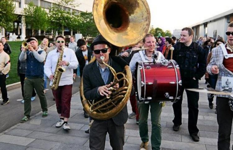 Фестиваль шагающих оркестров