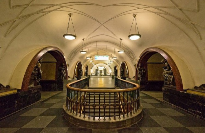 7 мая закроют выход с шести станций метро