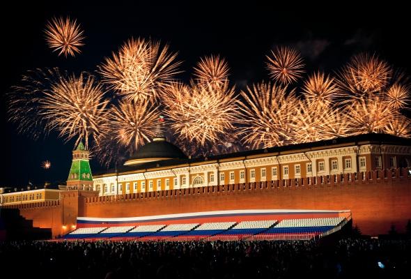 Праздничный салют 9 мая на смотровой площадке «Москва-Сити» - Фото №1