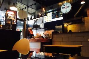 В здании «Известий» открылся фудкорт с уличной едой
