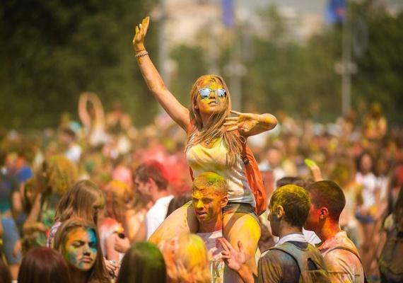 Фестиваль красок Холи, сиквел «Ночи в музее» и много редкого британского стаута: уикенд в Москве