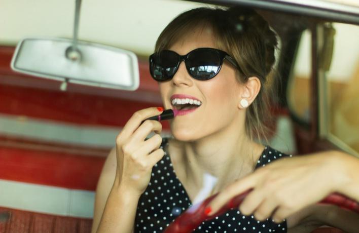 11 ошибок, которые женщины чаще всего делают, крася губы