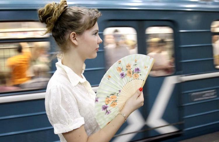 В жару в метро станут раздавать веера