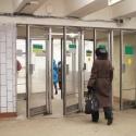 Двери в метро заменят на решетчатые