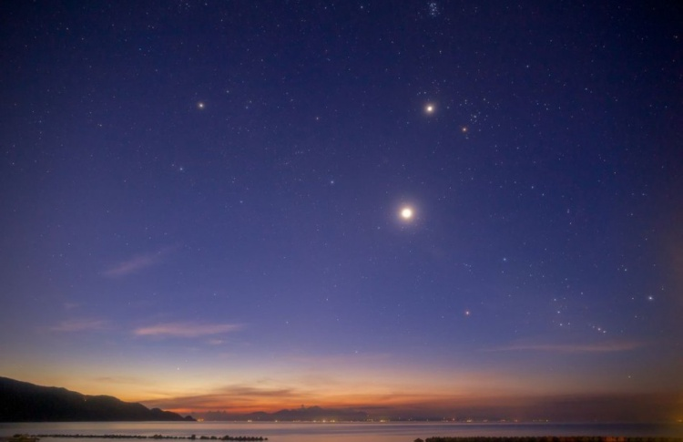 Над Москвой сольются Юпитер и Венера