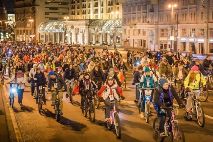 Велоночь, 50 супердиджеев на Outline Festival и праздник абрикоса: уикенд в Москве