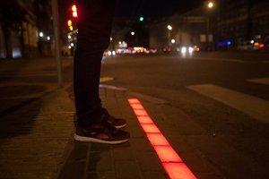 В Москве появился переход со светодиодной полосой
