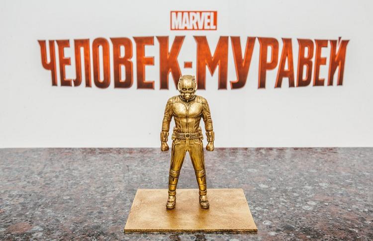 В Москве открыли памятник Человеку-муравью