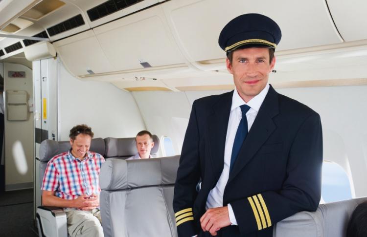 Половина российских туристов аплодируют при посадке