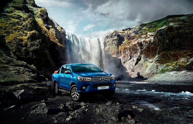 Новое поколение легендарного рамного пикапа Toyota Hilux доступно для заказа в России