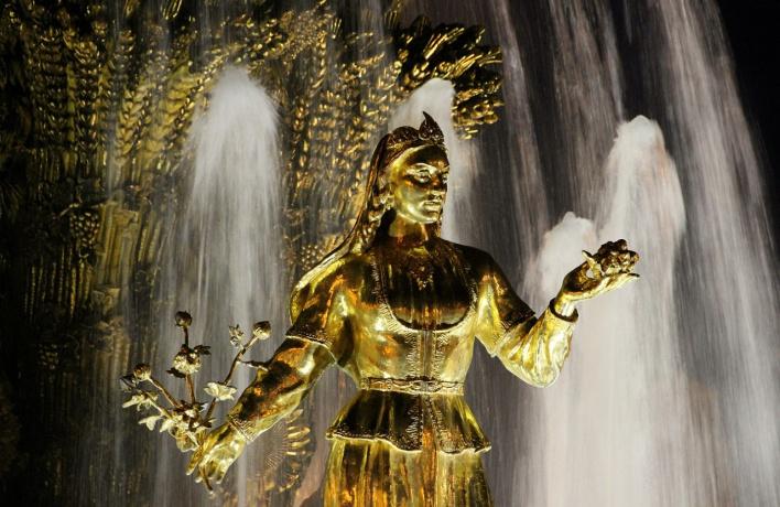 Москвичам разрешат дирижировать цветом фонтана «Дружба народов»