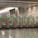 На входах в метро начнут глушить мобильную связь