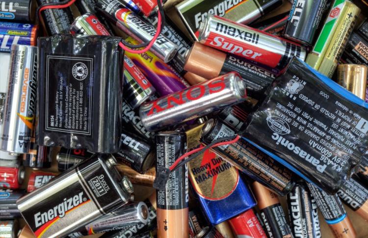 При храмах могут начать собирать старые батарейки