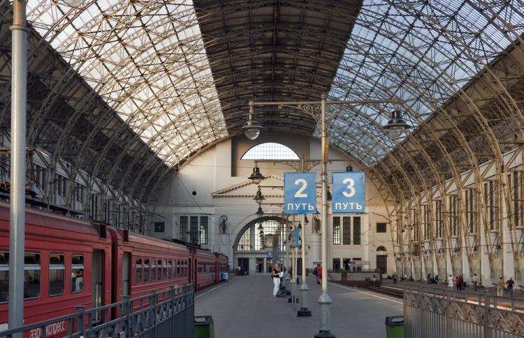 На вокзалах и станциях появятся надписи на английском