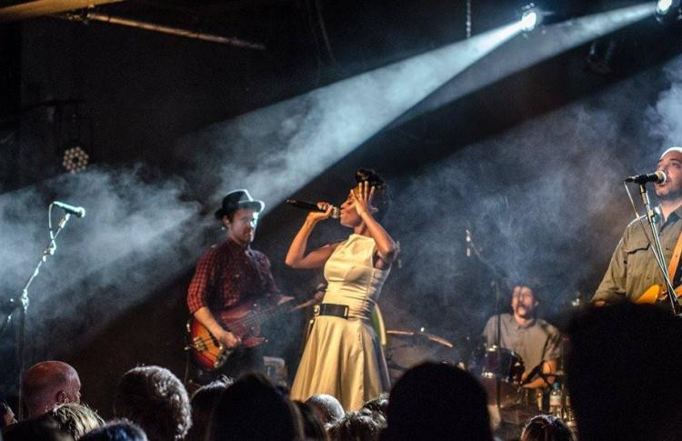 Стритфуд в Сити, верблюды в cаду «Эрмитаж» и бесплатный концерт Morcheeba: уикенд в Москве