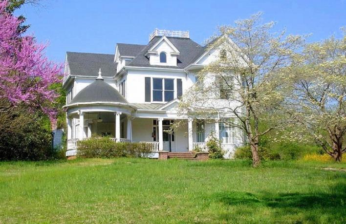 Обзор загородной недвижимости по соседству со знаменитостями