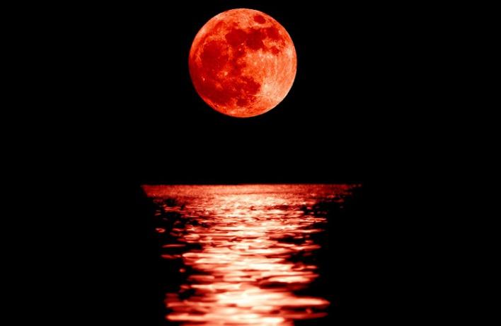 Москвичи увидят огромную кровавую луну