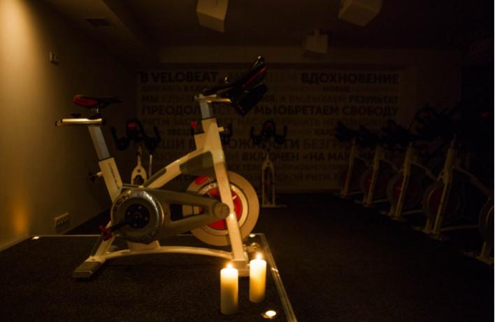 Теперь в «Сити» можно танцевать на велосипедах в темноте