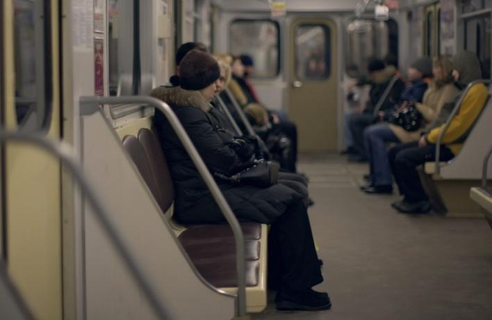 Московские депутаты будут лично искать пьяных в метро