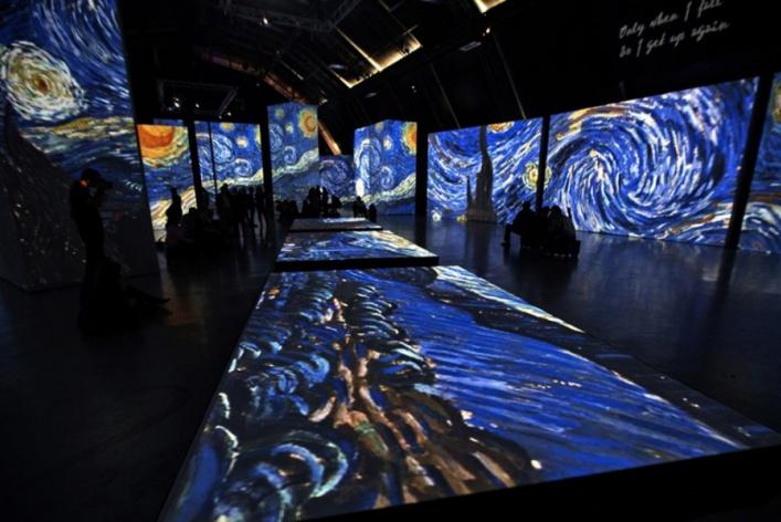 «Ван Гог 2.0», короткометражки Триера и закрытие бара «ЭМА»: уикенд в Москве