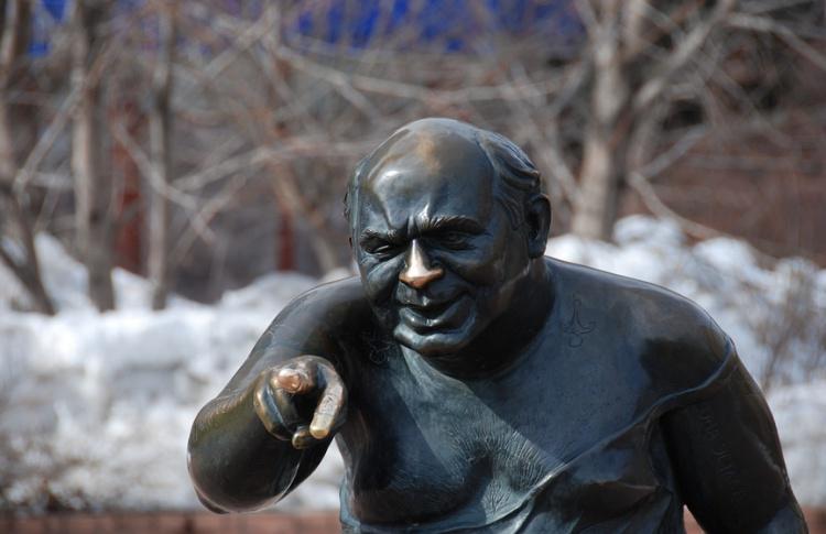 На Мосфильмовской украли памятник Леонову