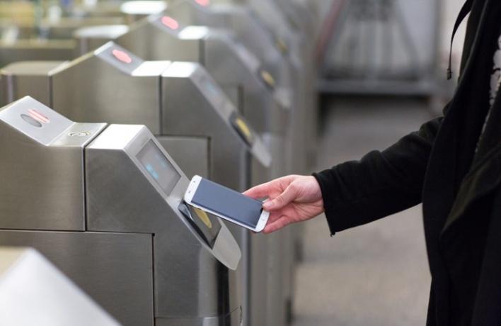 Смартфоны Samsung научились оплачивать проезд в метро