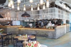 10 лучших открытых кухонь Москвы