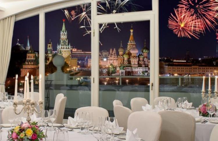 Пять отелей Москвы, где можно  встретить Новый год
