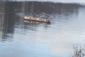 По Москве-реке проплывают 20 гробов
