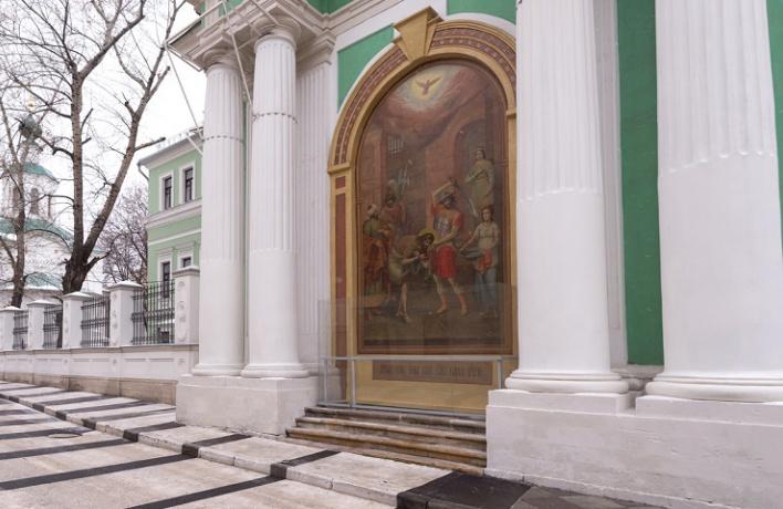 Теперь можно посмотреть на самую большую внешнюю фреску Москвы