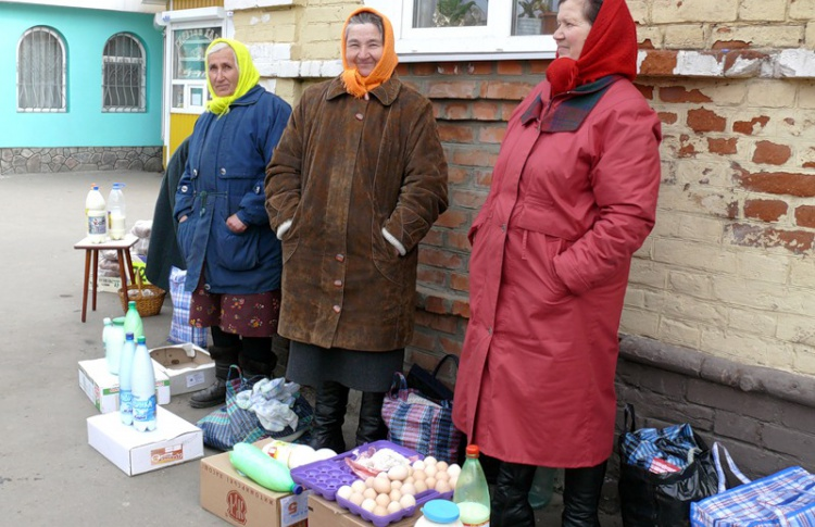 В Петербурге стартовала акция «Купи у бабушки»
