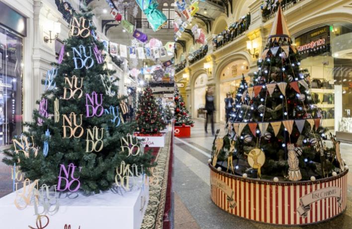Маркетинговые елки: 80 новогодних деревьев выросло в ГУМе