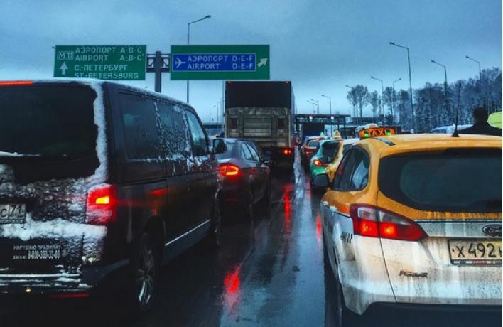 Движение между Зеленоградом и Москвой практически парализовано