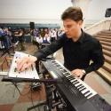 Музыканты в метро станут лучше петь