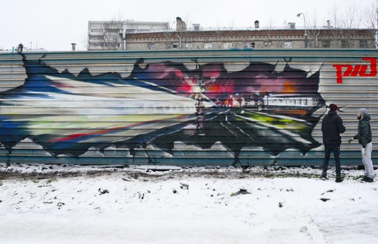На железной дороге впервые в истории нарисовали легальное граффити