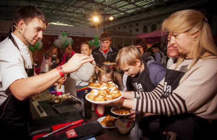 «Фуд шоу», non/fiction и открытие самого большого в стране катка: уикенд в Москве
