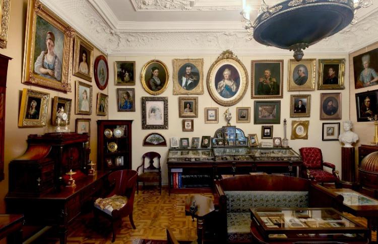 Галерея «Три века»