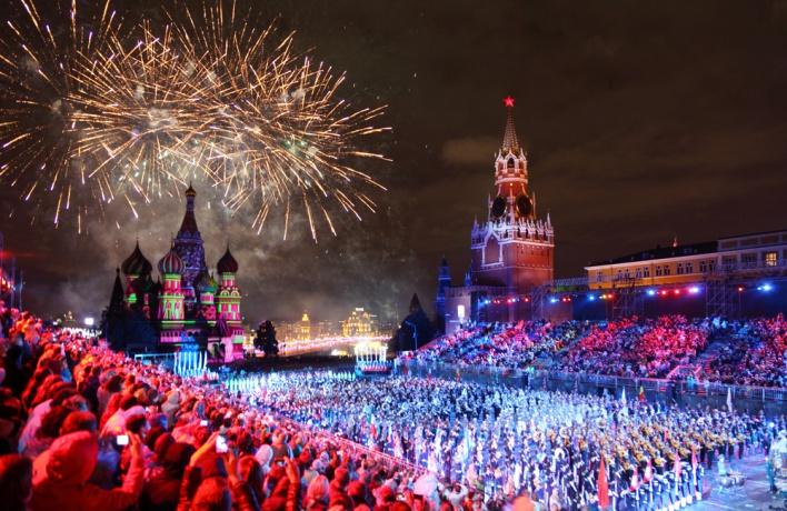 На Новый год число людей в Москве почти удвоится