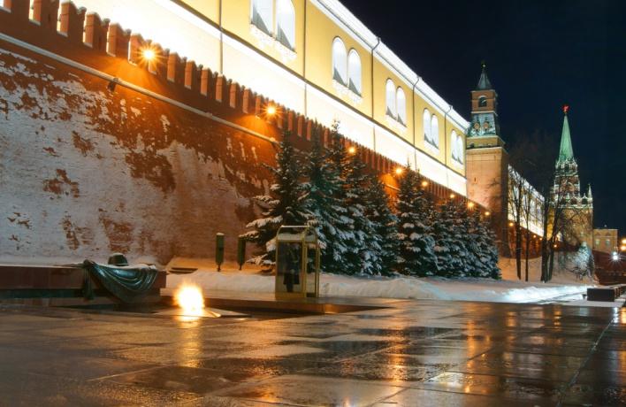 «Мага», написавшего на Кремлевской стене призыв к миру, выпустили из полиции