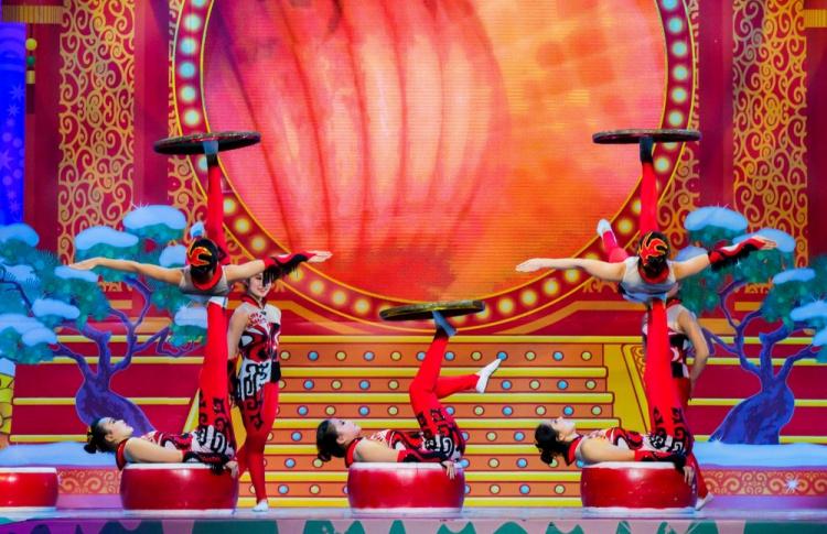 Jinan acrobatic troupe. Гастроли китайского цирка