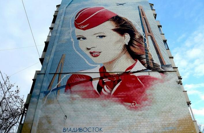 На Ленинградке появилось граффити со стюардессой