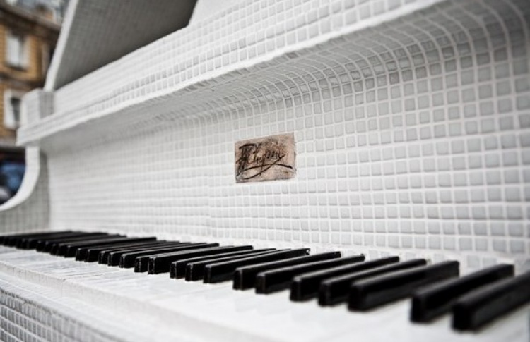 ТОП-10 ресторанов Петербурга, где можно не только вкусно поесть, но и сыграть на рояле