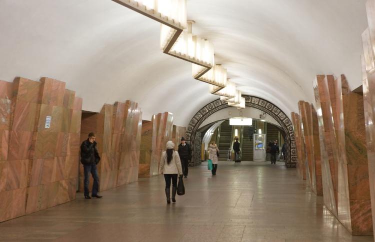 На выходных закроют 12 вестибюлей метро