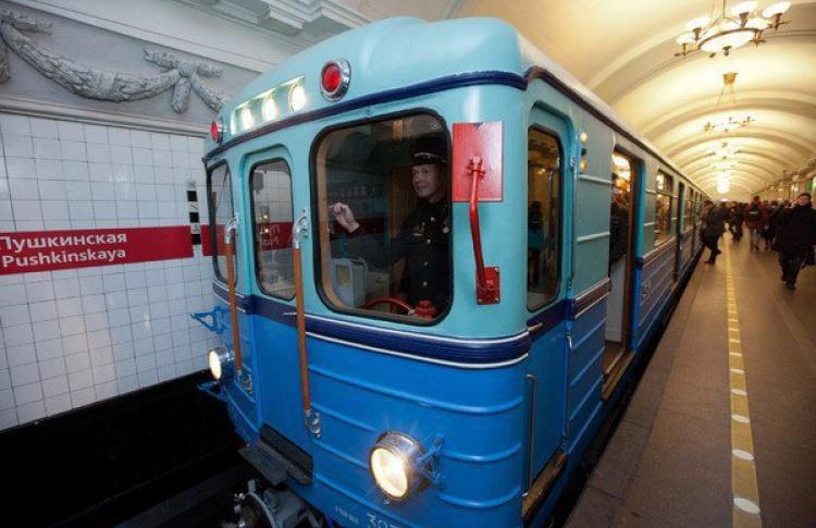 Петербургский метрополитен будет работать круглосуточно восемь раз в году